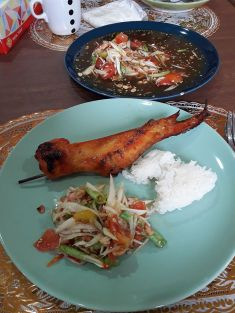 The perfect lunch: Sum Tam, Gai Yang (barbecued chicken) and sticky rice!
